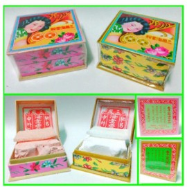 image of Hong Kong samfong press powder /bedak samfong 香港三凤海棠粉