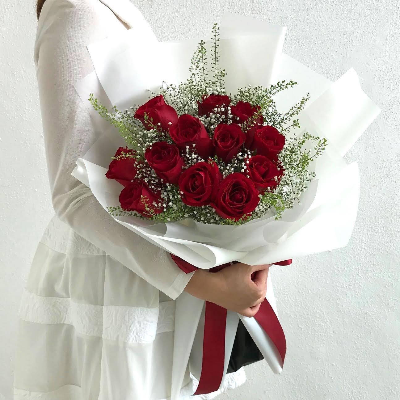 image of 12pcs rose bouquet
