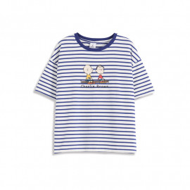 image of 查理.布朗坐在木頭上條紋T恤 Charlie. Brown Sitting On A Wood Striped T-shirt