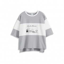 image of 查理.布朗與朋友們的玩樂短袖T恤 Charlie. Brown Short-Sleeved With Friends T-Shirt