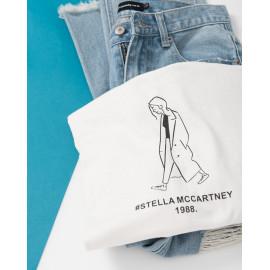 image of 悠閒行走的女孩字母印花棉T Leisurely Walking Girl Letter Printed Cotton T