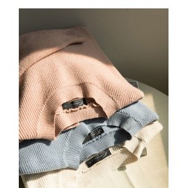 image of 圓領素面前短後長針織上衣 三色售 Short Collar Long Knit Top In Front Of Round Neck