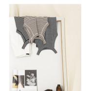 image of  削肩設計針織背心 三色售 Shaved Shoulder Design Knit Vest Three Colors