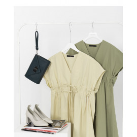 image of V領縮腰造型洋裝 兩色售 V-Neck Waist-Length Dress Two Colors