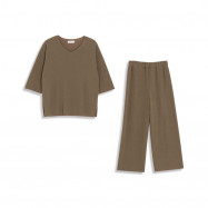 image of 素面細坑條V領套裝 Plain Surface Pit V-Neck Suit